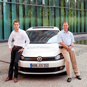 'Golf blue emotion' caption: Gunnar Fischer (l.) and Markus Krause (r.) are piloting a new climate-friendly vehicle as part of a nationwide fleet trial in Germany.